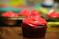 devil's food cupcakes with white chocolate cream cheese frosting