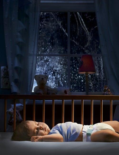 Babys werden durch eine feuchte Windel erheblich in ihrem Schlaf gestört