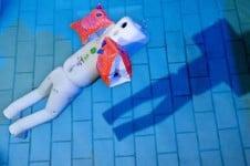 Schwimmhilfen im Test - viele gefährden die Kinder (Bild: Stiftung Warentest)