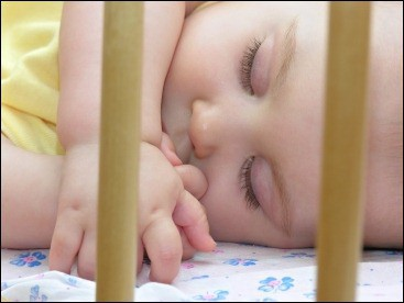 Nestchen im Babybett - besser kein Babynestchen