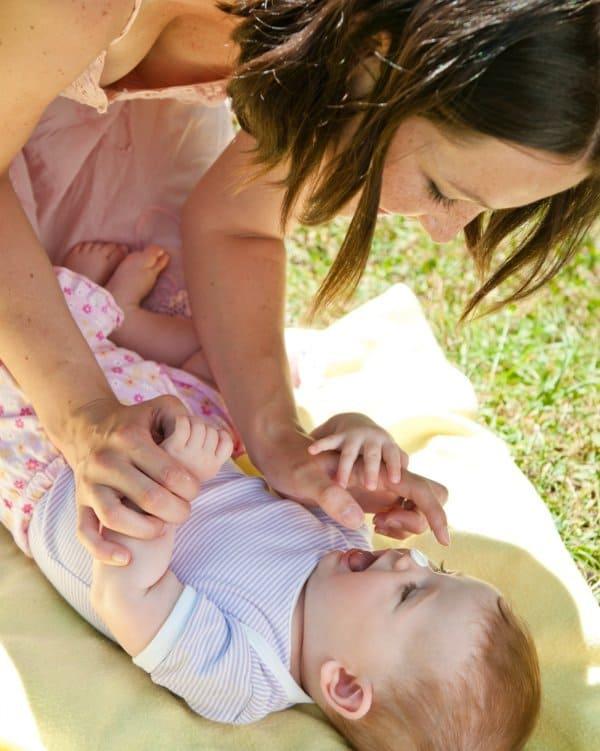 Gerade für Babys sind Sonnenschutzmittel mit hohem Schutzfaktor wichtig (© Thinkstock)