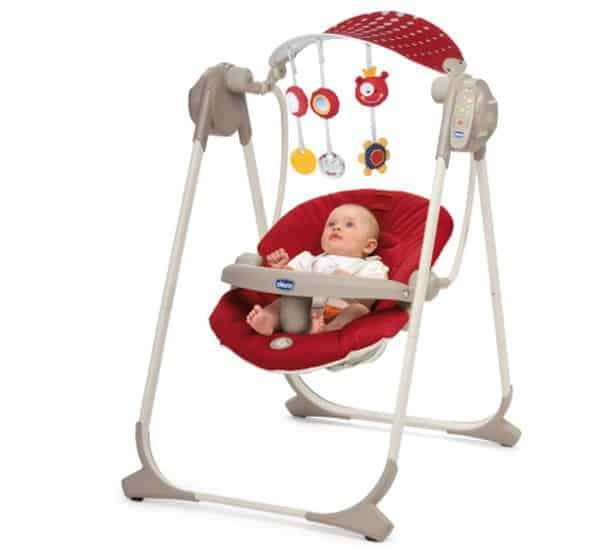 rote Babyschaukel von Chicco mit Baby drin