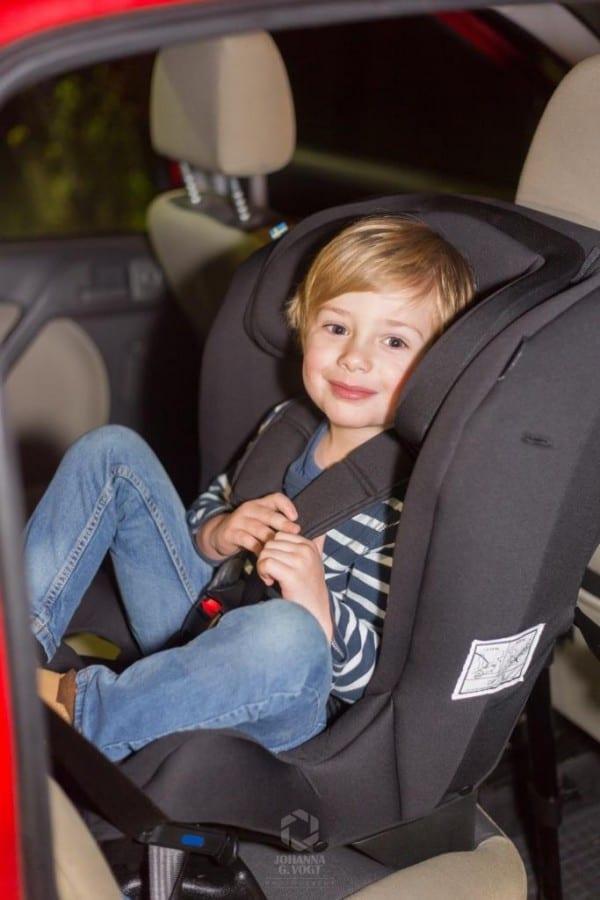 Beinfreiheit großes Kind im Reboarder Kindersitz