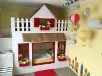 Traumhaus mit roten Fensterläden von Steffi Lachenschmid