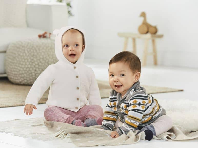 8a4f457957cd4d Die kuscheligen Lammfellschüchen halten Babys Füße schön warm. Auch super  für die Babytrage 🙂